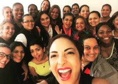 Conferencia a grupo de marcas en Regency University Panamá