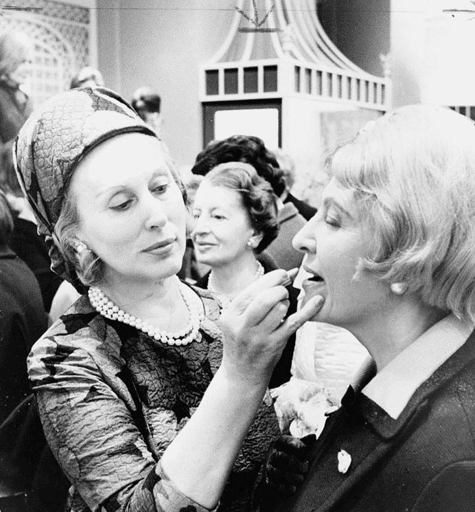 Estee-Lauder-foto-maquillandose