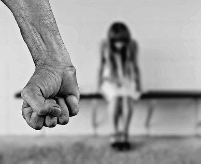 Si eres víctima de maltrato físico o emocional queremos darte una luz en un camino oscuro